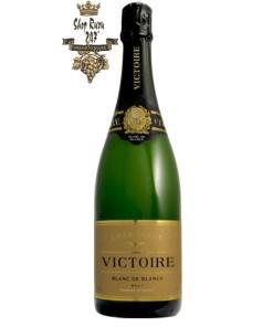 Rượu Champagne Martel & Co Victoire Blanc de Blancs có màu vàng nhạt lấp lánh và tinh tế. Trên mũi, hương thơm của rượu thể hiện sự tươi tắn