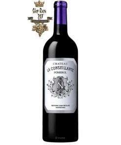 Rượu Vang Đỏ Château La Conseillante Pomerol có màu đỏ hồng ngọc đậm lung linh trên ly. Hương thơm ngoạn mục của dâu tằm