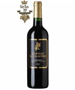Rượu Vang Đỏ Château La Gravière Bordeaux 2015 có màu đỏ đậm cân bằng và phong phú. Rượu có một độ tươi và ngon nhất định