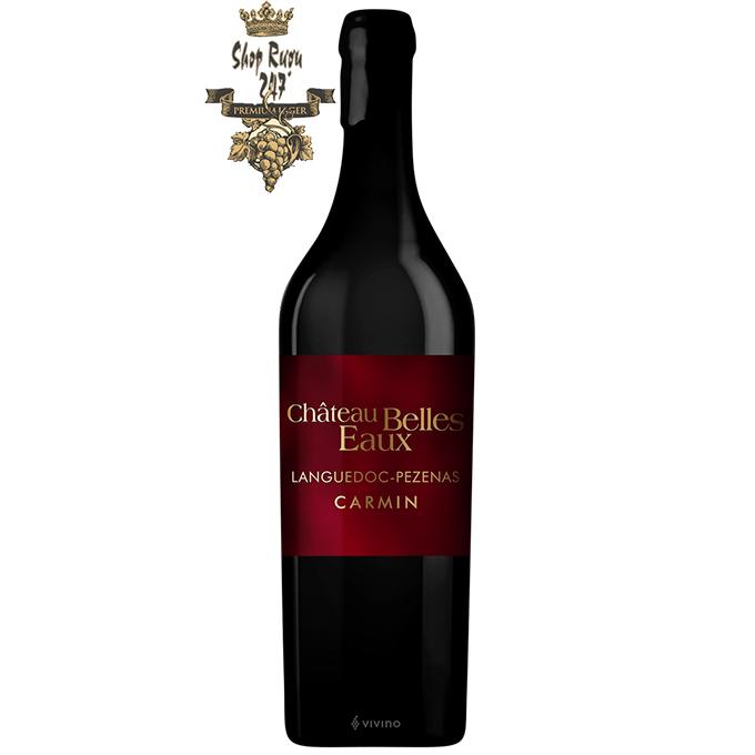 Rượu Vang Carmin Chateau Belles Eaux có màu đỏ hồng rực rỡ. Hương thơm đặc biệt của rượu cho thấy gợi ý của anh đào chín, dâu tây