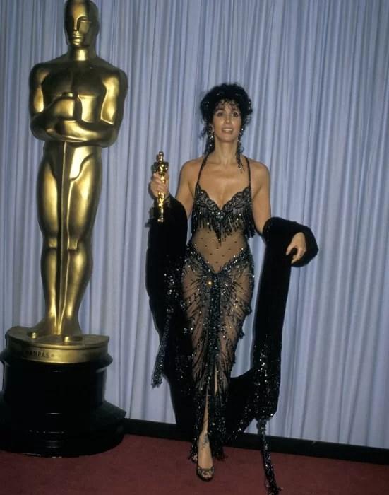 Певица-актриса Шер удостоилась премии Оскар за лучшую женскую роль. 1987 год