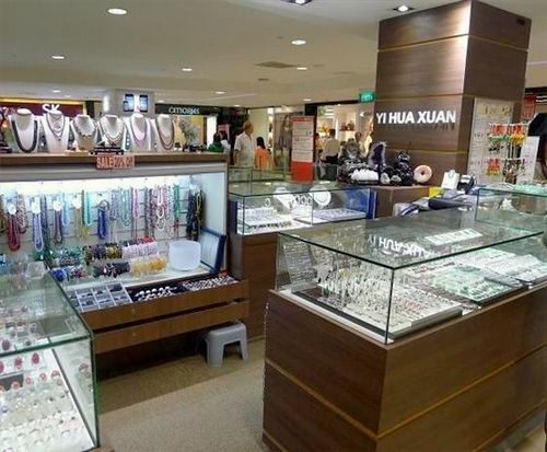 Yi Hua Xuan jewellery store at Junction 8 mall in Singapore.