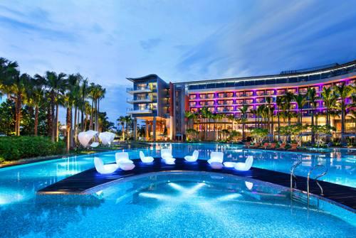 WET pool at W Singapore - Sentosa Cove.