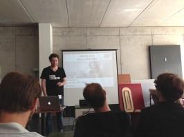 Sebastian Betz eröffnet den Hackathon.