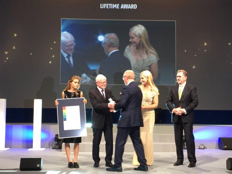 award-dhk17.JPG
