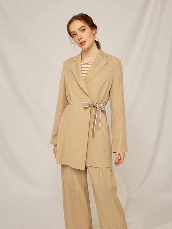 Caractere Cappotti e giacche > Giacche e blazer Beige - Caractère Giacca con nastro per chiusura Donna Beige