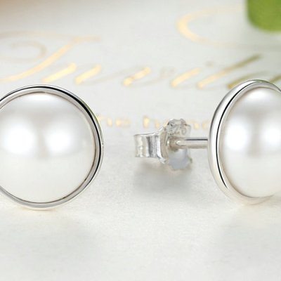 Elegant Beauty Stud Earrings