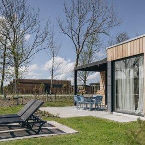 Verblijf in een lodge op ecologisch vakantiepark in Wijdenes nabij Hoorn