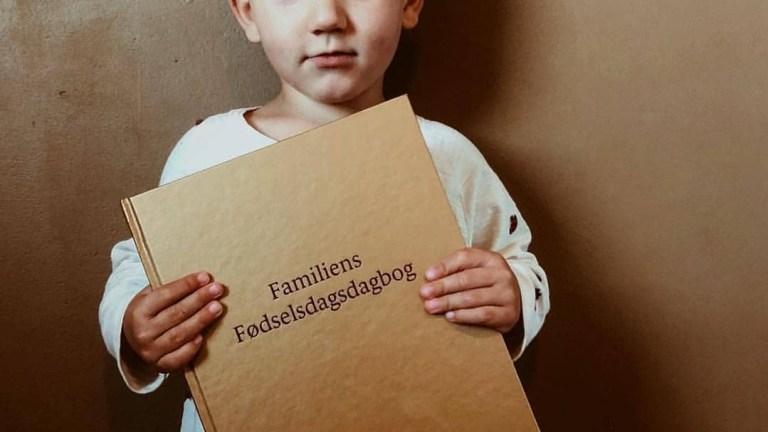 familiens fødselsdagsdagbog tradition skaber barndomsminder shopwise anekdoter børnefødselsdag familietraditioner