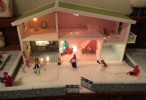 Lundby Doll House Has Christmas Decorations!