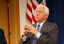 David McCullough gives the 2002 T.H. White lecture on Press and Politics.