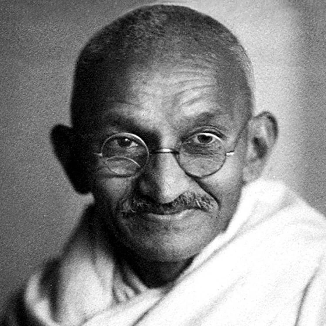 a short biography of mahatma gandhi Life of mahatma gandhi early life and education: mahatma gandhi (early name: mohandas karamchand gandhi) was born at porbandar in western india, on october 2, 1869 in his autobiography, gandhiji has given a true record of his early life his father was the diwan of porbandar and of rajkot.