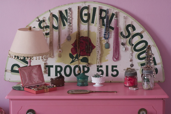 pink bedroom jewelry   shorts and longs   julie rybarczyk03