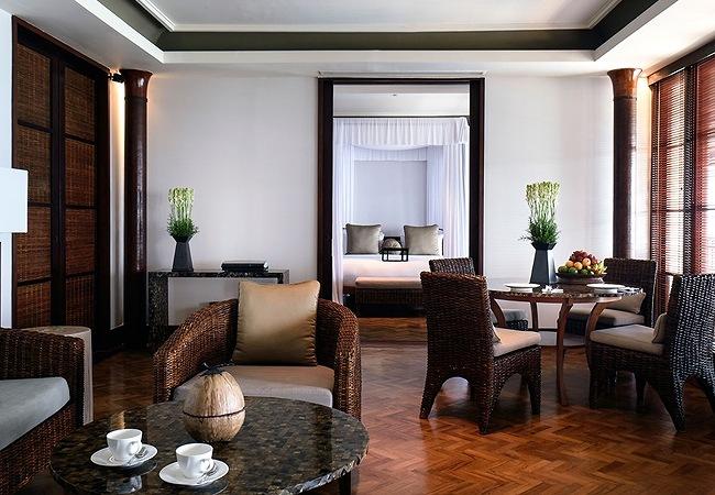 LEG-Rooms-Sunset-Suite-LIvingroom