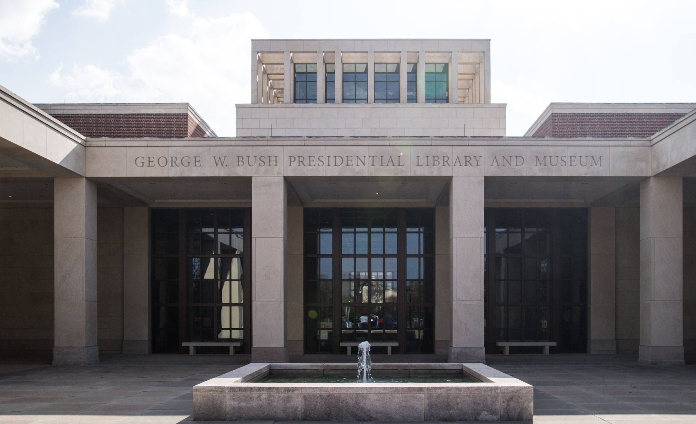 front-of-library_32493516935_o