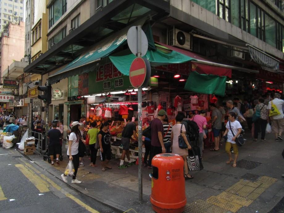 香港の街角にある八百屋さん