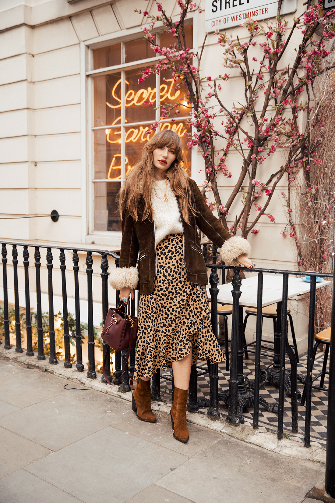 Autumnal Sara Louise blogger photoshoot in front of neon sign by London photographer Ailera Stone