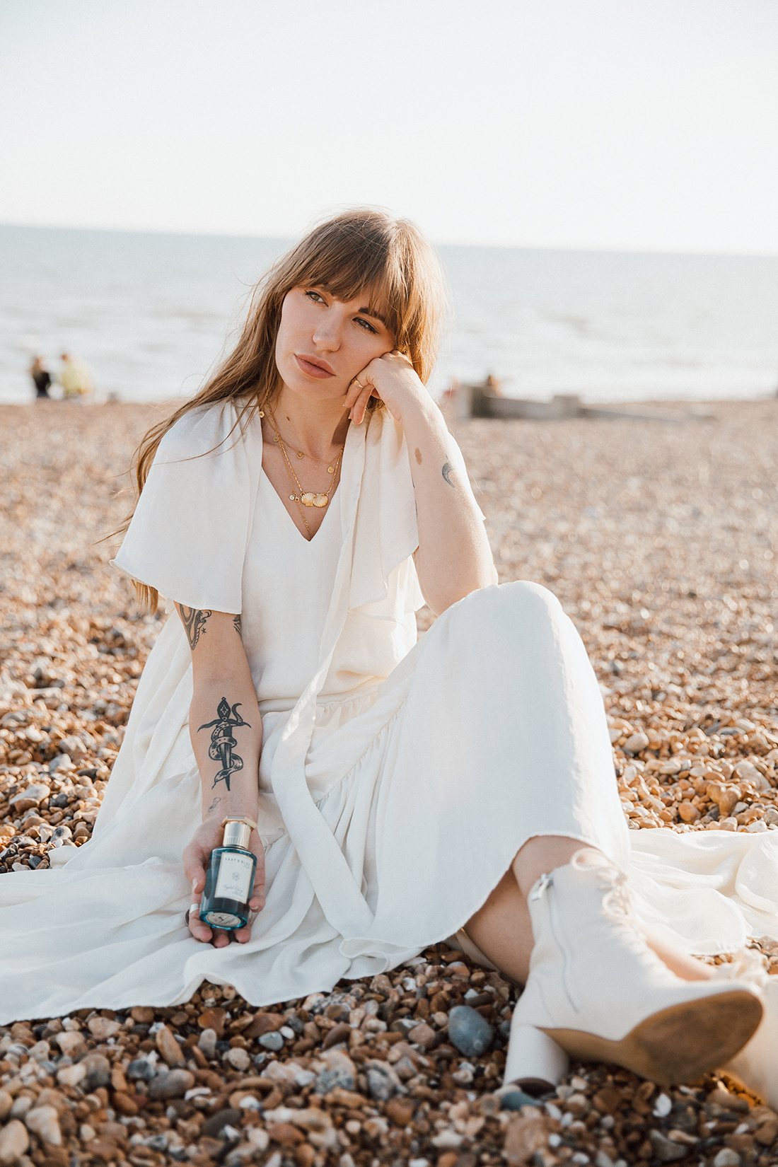 Blogger fashion photoshoot of Sara Waiste in Brighton Beach by London photographer Ailera Stone