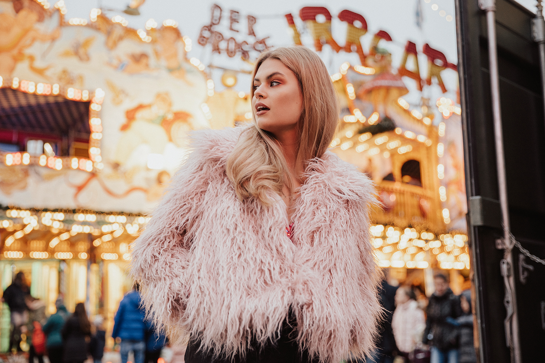 winter wonderland fashion shoot with Manon @ The Squad by London photographer Ailera Stone