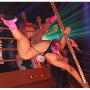 The sexy pole dancer Spyda