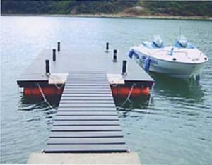 エコマウッド浮桟橋全景