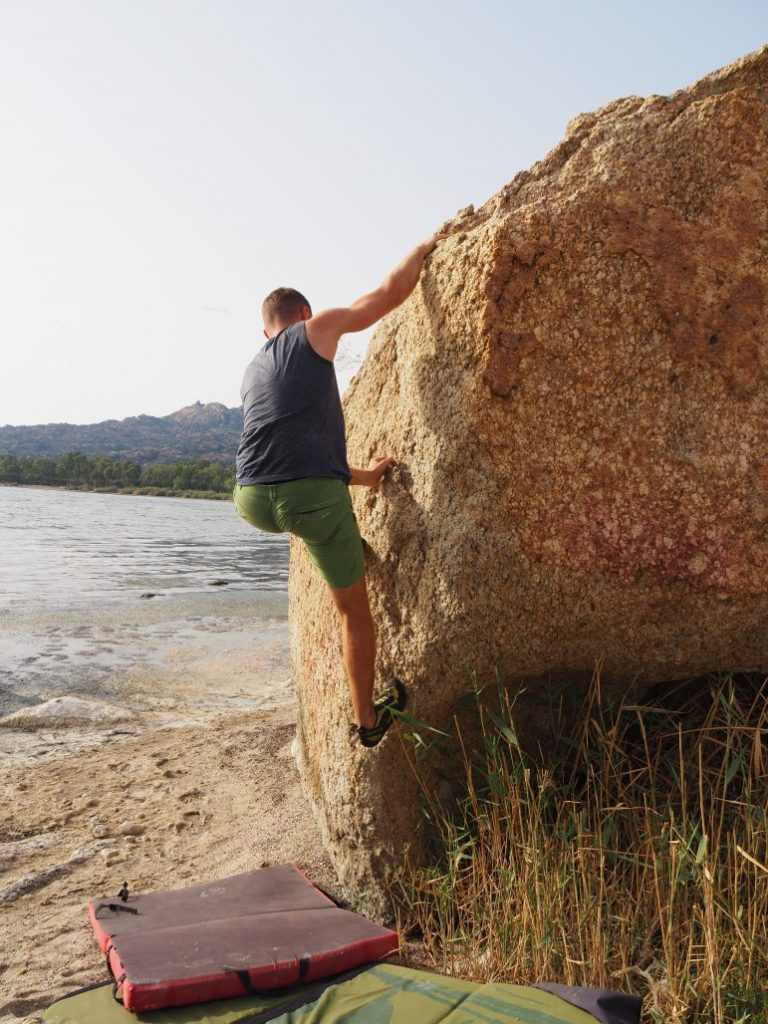 Bafa lake side bouldering