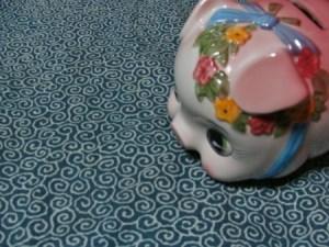 奄美のゲストハウス昭和荘の豚人形