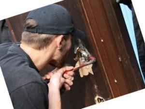 сломался замок в железной двери, как открыть