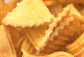 おやつカンパニー 期間限定 ベビースター ドデカイラーメン HIKAKINプロデュース こだわりのカレー味 こだわりのチキン味 2019 2020 japanese-snacks-oyatsu-co-baby-star-dodekai-ramen-hikakin-produce-curry-and-chicken-taste-limited-edition