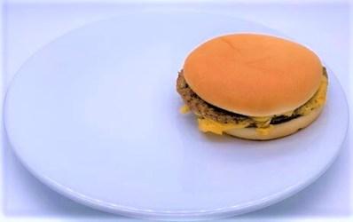 マクドナルド ハミダブチ はみ出す ビーフパティ 横に大きい テイクアウト 期間限定 2020 japanese-mcdonalds-hami-double-cheese-burger-2020-to-go