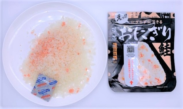 尾西食品 携帯おにぎり 鮭 小袋 防災備蓄 食料品 2021 japanese-emergency-rations-onisifoods-onigiri-rice-ball-filling-salmon-2021