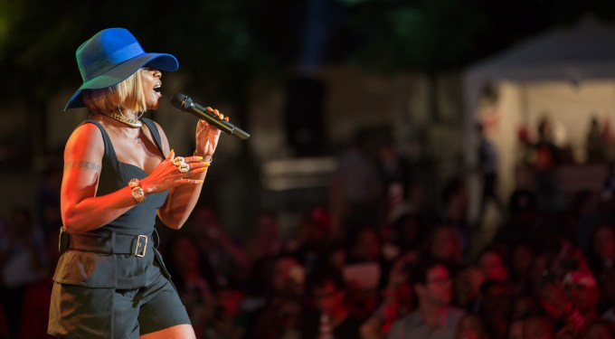 Mary J. Blige & T-Pain Perform In NYC Budweiser Concert