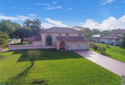 6400 Falconsgate Ave Davie FL 33331