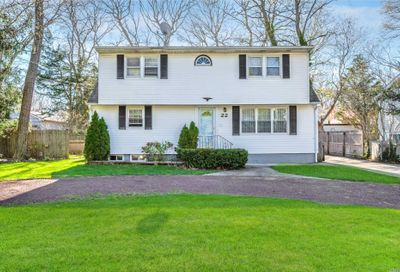 22 Pine Cone St Middle Island NY 11953