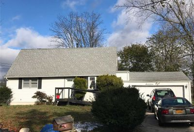 17 Laurie Blvd Centereach NY 11720