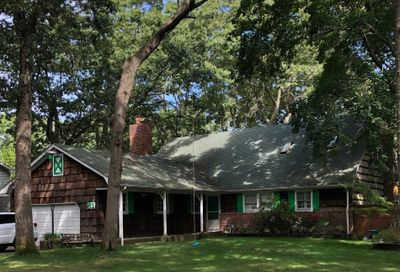 81 Timberpoint Cres Great River NY 11739
