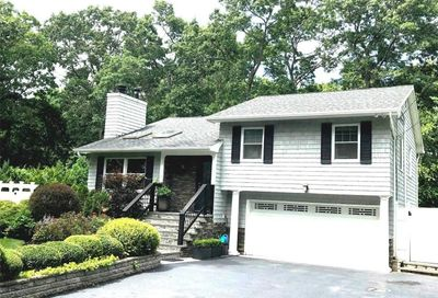 15 Cook Ave Moriches NY 11955
