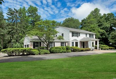 18 Rolling Dr Brookville NY 11545
