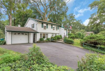14 Woodridge Ln Sea Cliff NY 11579