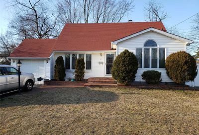 47 Harrison St Brentwood NY 11717