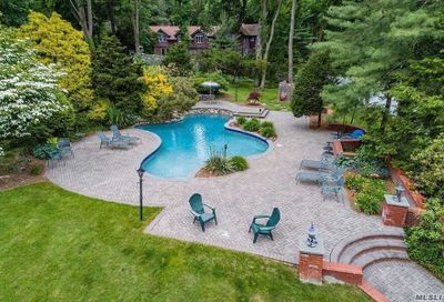1 Woodhollow Ln Old Brookville NY 11545