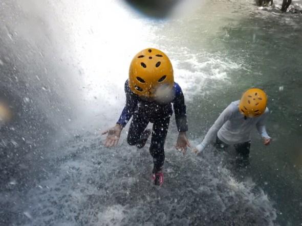 親子で冒険 リバートレッキング シャワークライミング キャニオニング 丹沢 山北 神奈川 ガイド 川遊び ツアー
