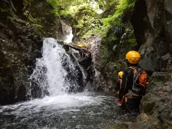 シャワークライミング キャニオニング 丹沢 秦野 神奈川 沢登り 川遊び 親子で冒険
