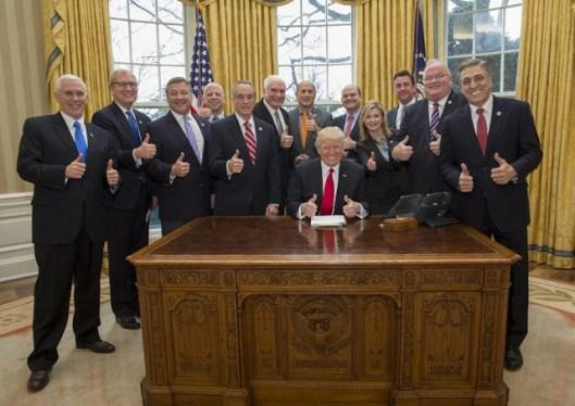 Trump+and+11+white+guys.jpg