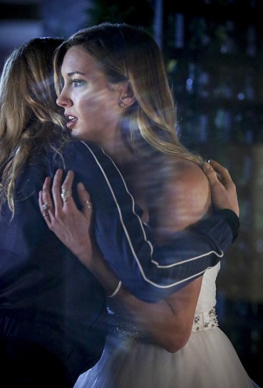 """Arrow -- """"Invasion!"""" -- Image AR508a_0295b.jpg -- Pictured (L-R): Caity Lotz as Sara Lance and Katie Cassidy as Laurel Lance -- Photo: Bettina Strauss/The CW -- © 2016 The CW Network, LLC. All Rights Reserved."""
