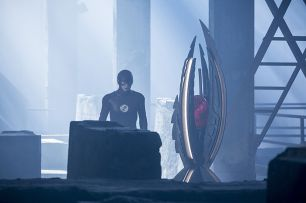"""The Flash -- """"Invasion!"""" -- Image FLA308a_0215b.jpg -- Pictured: Grant Gustin as The Flash -- Photo: Michael Courtney/The CW -- © 2016 The CW Network, LLC. All rights reserved."""