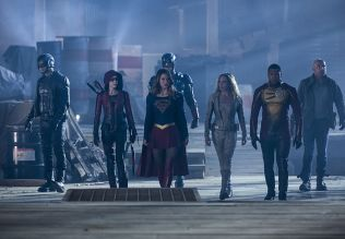 """The Flash -- """"Invasion!"""" -- Image FLA308a_0321b.jpg -- Pictured (L-R): David Ramsey as John Diggle, Willa Holland as Speedy, Melissa Benoist as Kara/Supergirl, Brandon Routh as Ray Palmer/Atom, Caity Lotz as Sara Lance/White Canary, Franz Drameh as Jefferson """"Jax"""" Jackson and Dominic Purcell as Mick Rory/Heat Wave -- Photo: Michael Courtney/The CW -- © 2016 The CW Network, LLC. All rights reserved."""