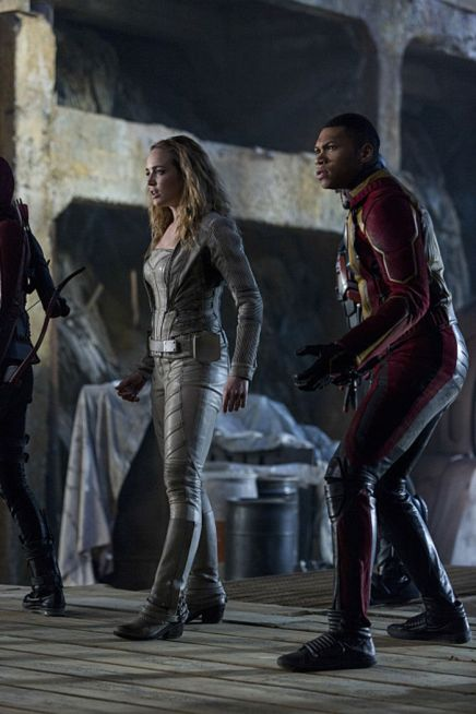 """The Flash -- """"Invasion!"""" -- Image FLA308a_0399b.jpg -- Pictured (L-R): Caity Lotz as Sara Lance/White Canary and Franz Drameh as Jefferson """"Jax"""" Jackson -- Photo: Michael Courtney/The CW -- © 2016 The CW Network, LLC. All rights reserved."""