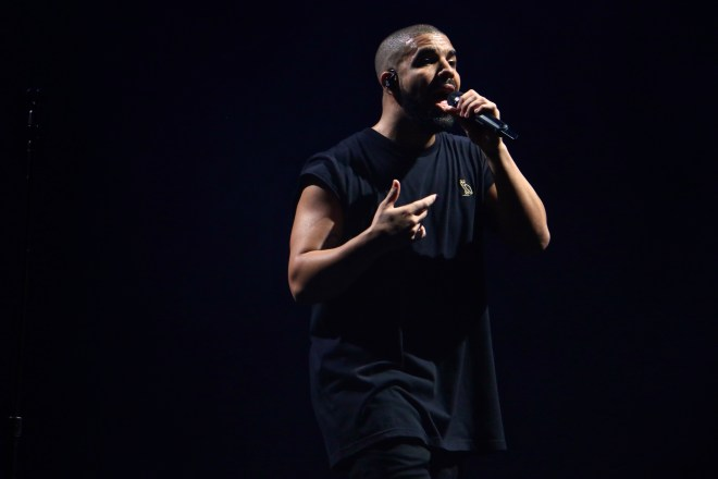 Drake singing at ACL 2015. Photo by Joshua Guerra.