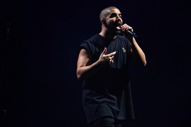 Drake singing at ACL 2015. Photo by Joshua Guerra.